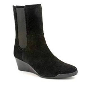 Adrienne Vittadini ~ Timber suede ankle boot